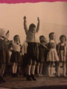 Mädchen auf der Bühne