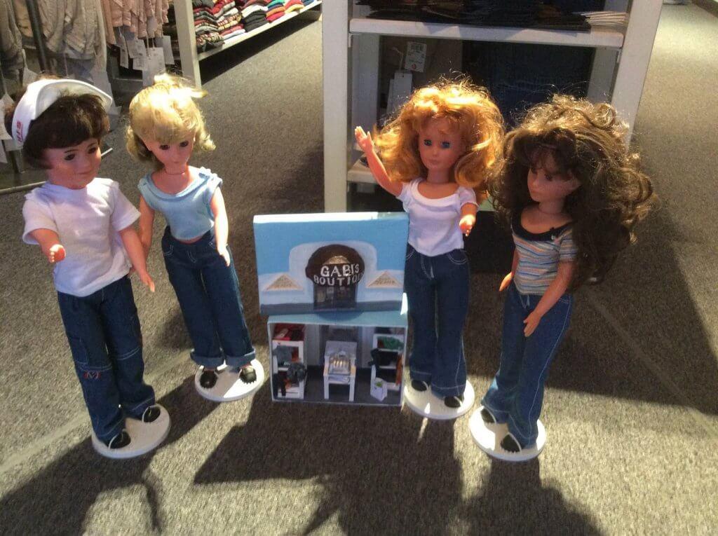 Puppen in Jeans